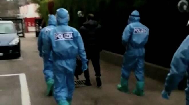polizia blitz red zoneantimafia tute protettive