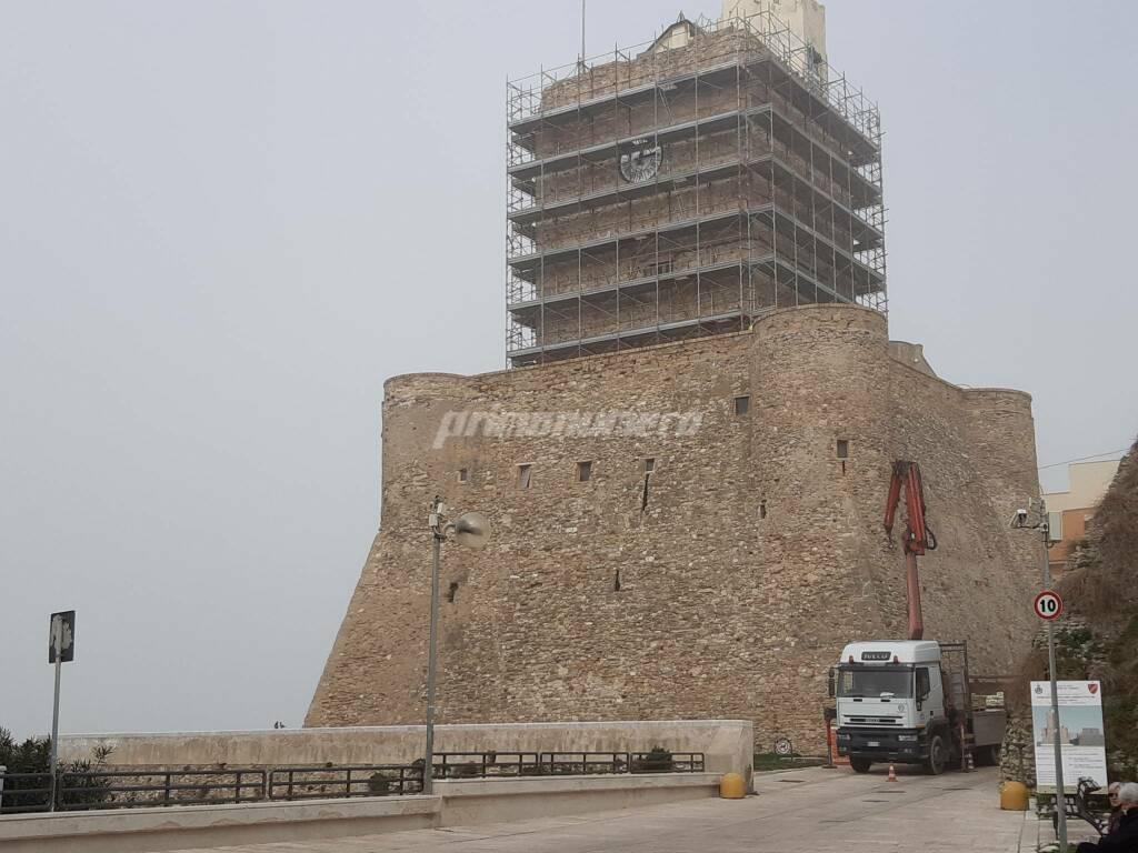 Lavori Castello svevo Termoli impalcatura