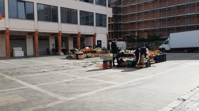 Piazza mercato termoli frutta pesce