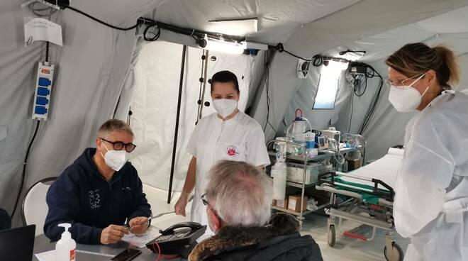 Ospedale da campo punto vaccinale termoli San Timoteo vaccini anziani croce rossa