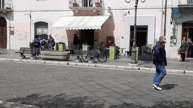 Campobasso riaperture gente passanti bar ristoranti