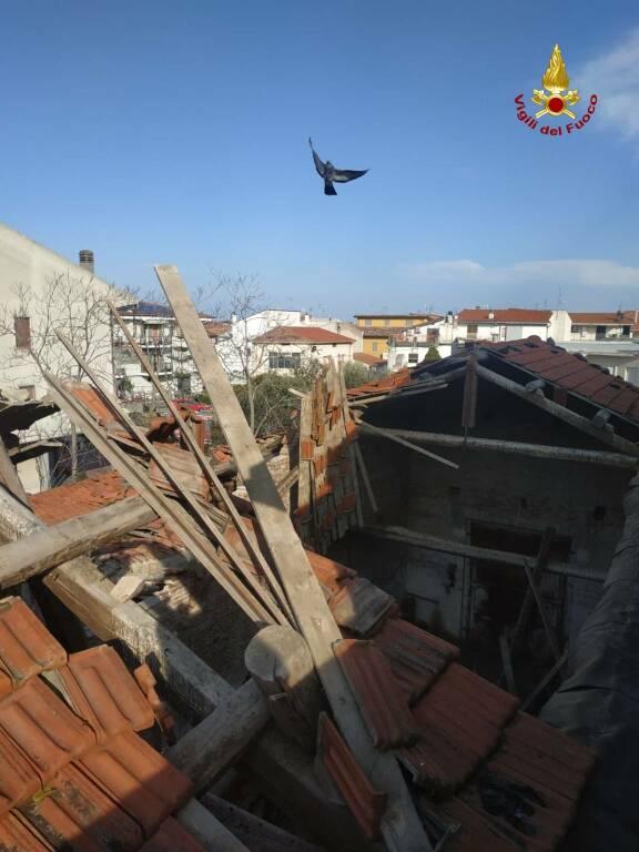 casa diroccata tetto crollato campomarino