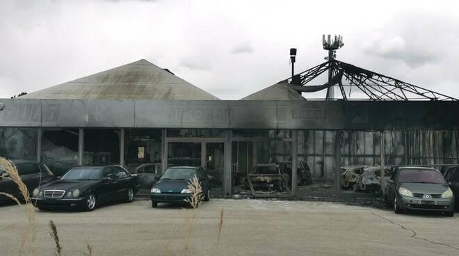 Concessionaria auto incendio auto carbonizzate fuoco Montenero di Bisaccia Statale 16 i