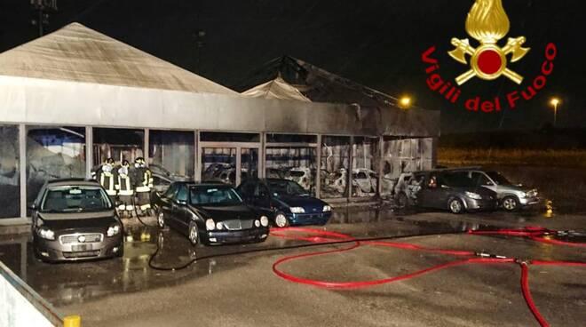 incendio concessionaria montenero
