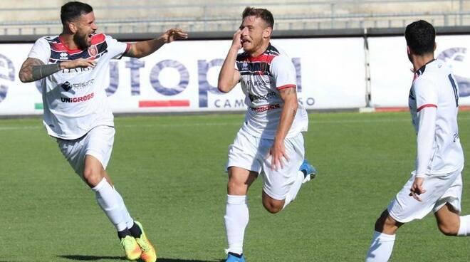 Candellori esultanza Campobasso Calcio