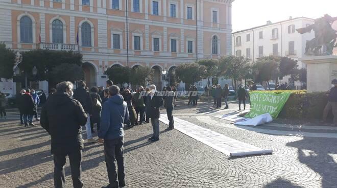 Campobasso protesta veglia davanti al Tribunale vittime covid