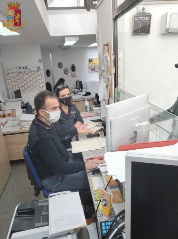 Ufficio Immigrazione foto verticale