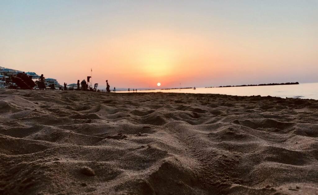 mare spiaggia tramonto