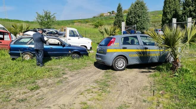 finanza discarica auto montenero