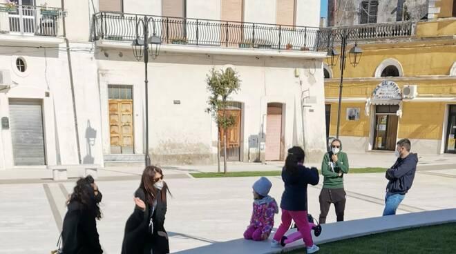 campomarino piazza gente bambini