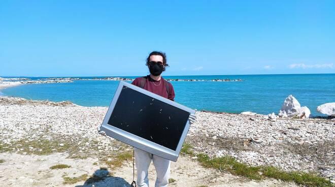 plastic free raccolta rifiuti spiaggia montenero 2021