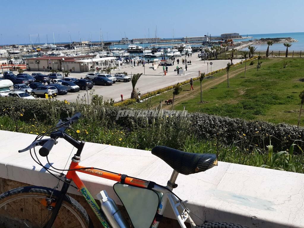 Porto turistico Termoli bici