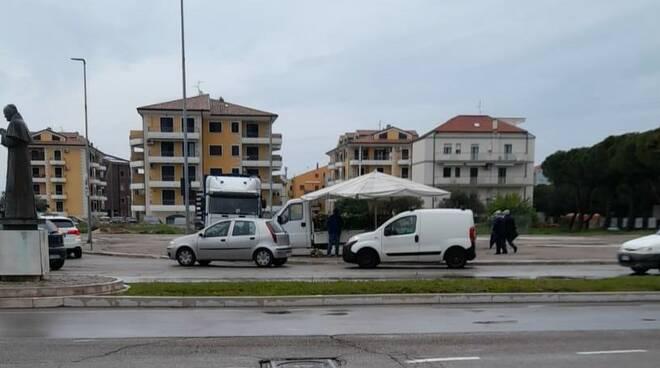 venditori ambulanti termoli piazza del papa