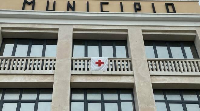 bandiera croce rossa municipio termoli