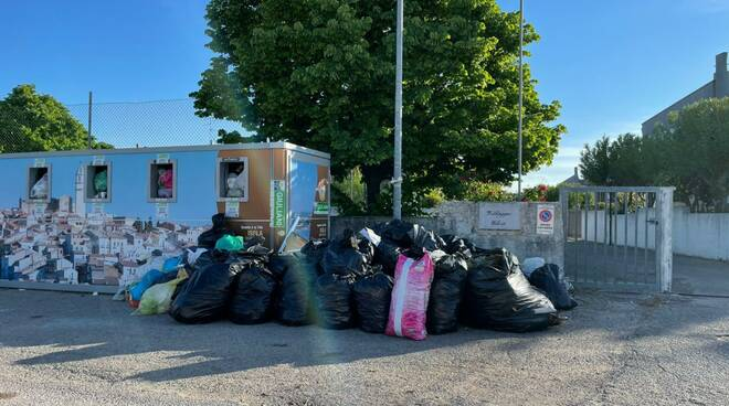 campomarino lido rifiuti isola ecologica