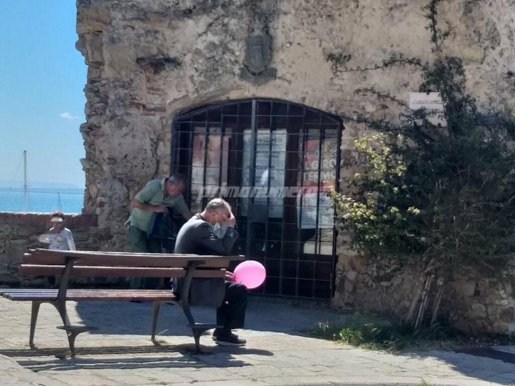 anziano palloncino giro italia termoli