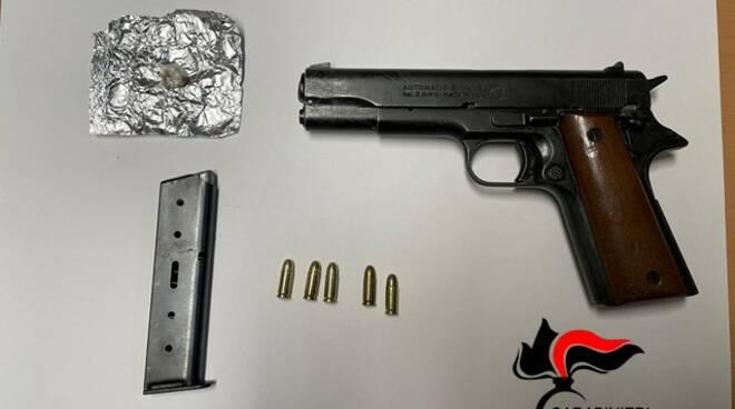Pistola e eroina carabinieri campobasso