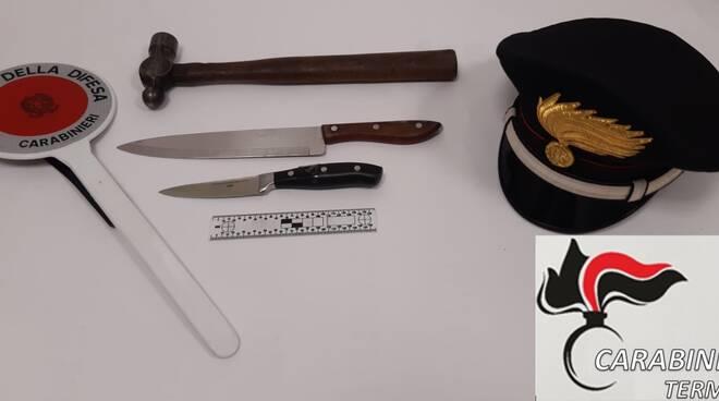 Martello e coltelli denuncia carabinieri termoli