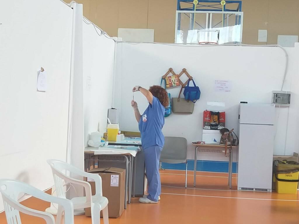 palairino centro vaccinale infermiera vaccini
