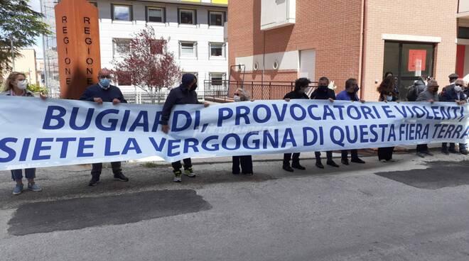 Protesta Giunta regionale via Genova