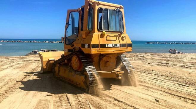 ruspa pulizia spiaggia rieco