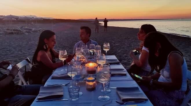 cena zona bianca coprifuoco amici