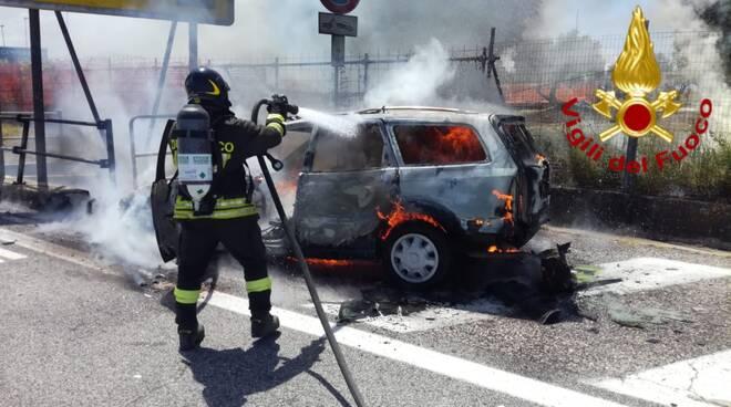 Incendio auto A14