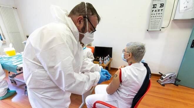 Medico famiglia vaccino