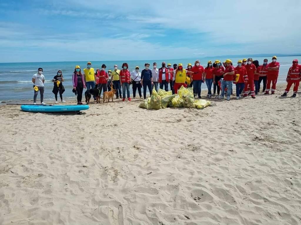 raccolta immondizia spiaggia legambiente