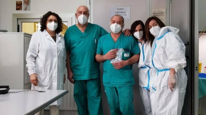 Vaccini Vietri Larino ospedale pazienti medici equipe vaccinale