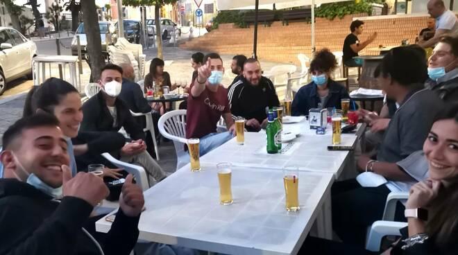Zona Bianca ragazzi bar birra