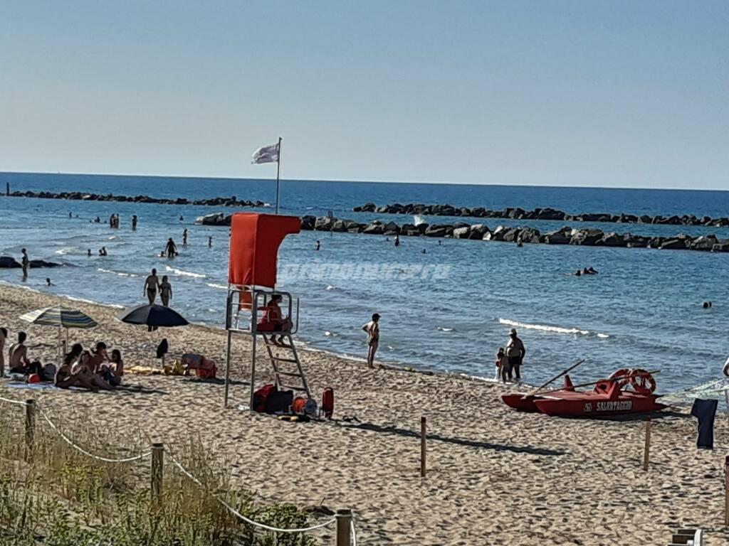 Bagnini spiaggia torretta pattino