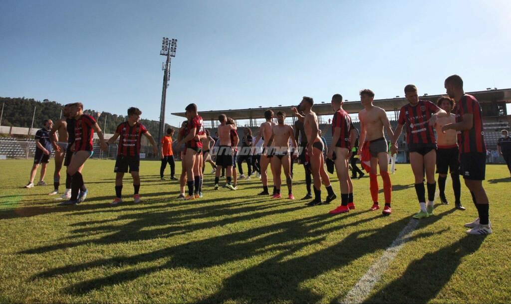 Campobasso calcio festeggia a Rieti