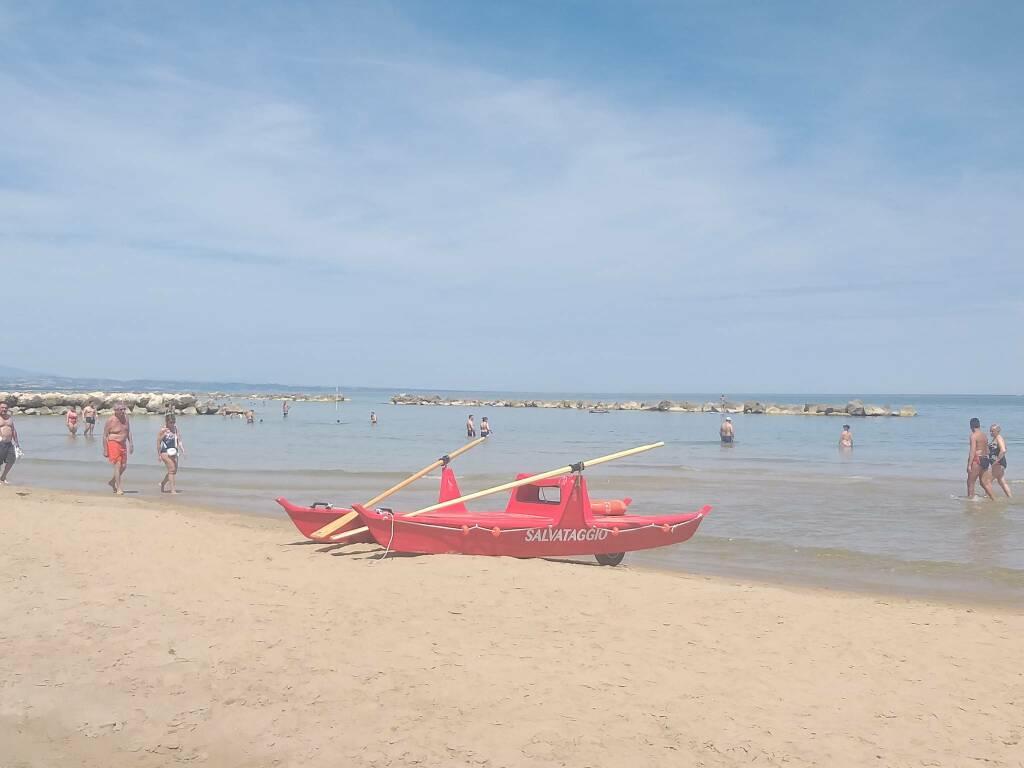 mare spiaggia pattino salvataggio