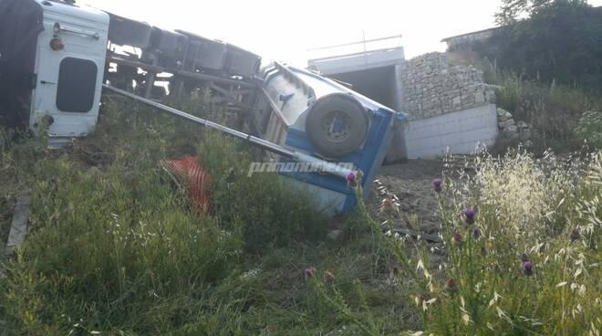 mezzo ribaltato a Limosano camion incidente