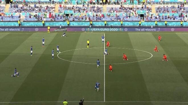 europei calciatori inginocchiati