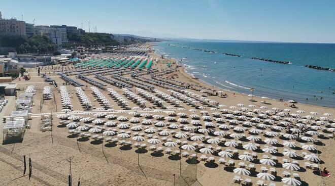 Spiaggia pienone turismo balneare termoli