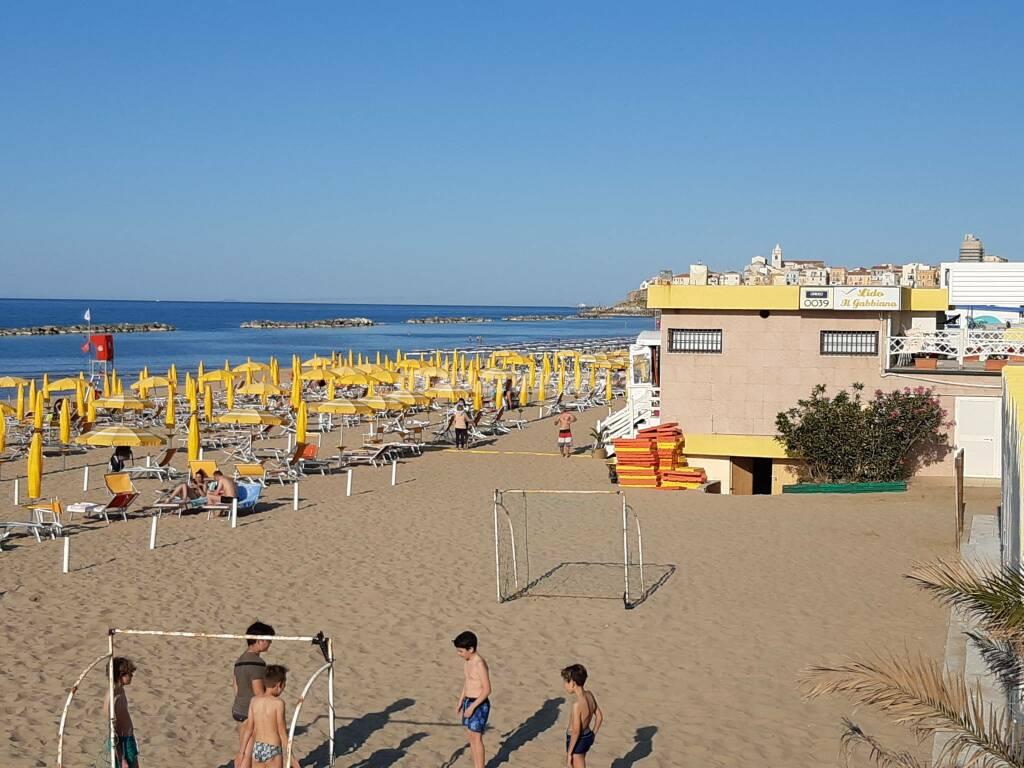 Spiaggia termoli lungomare nord ombrelloni mare