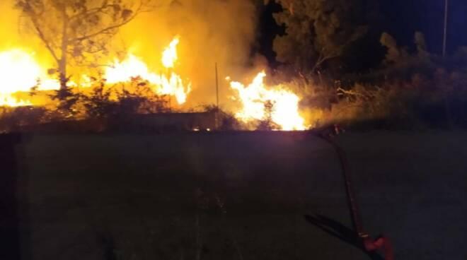incendio fuoco campomarino ss16