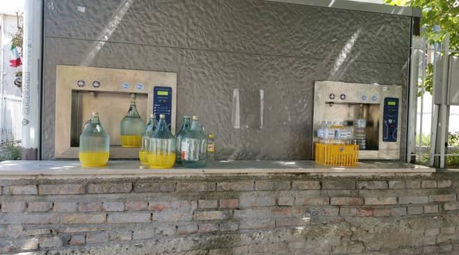 acqua damigiane bottiglie distributore problemi idrici