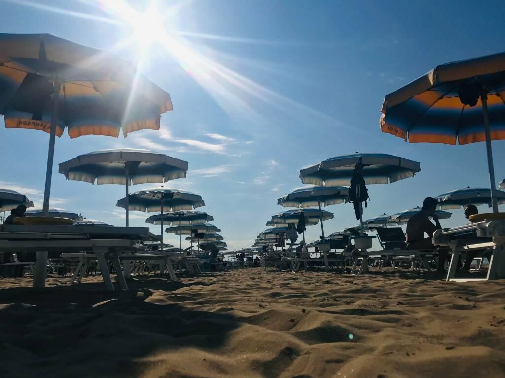 spiaggia termoli ombrelloni turismo balneare