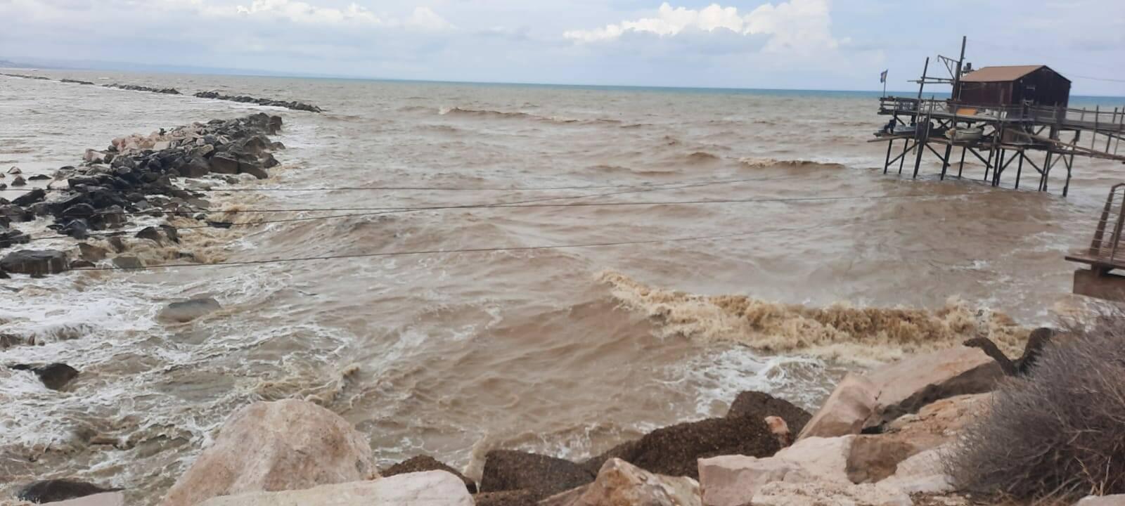 mare marrone trabucco tempesta