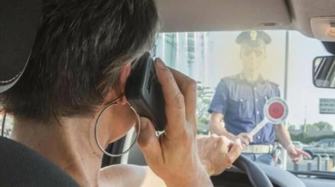 cellulare molta polizia