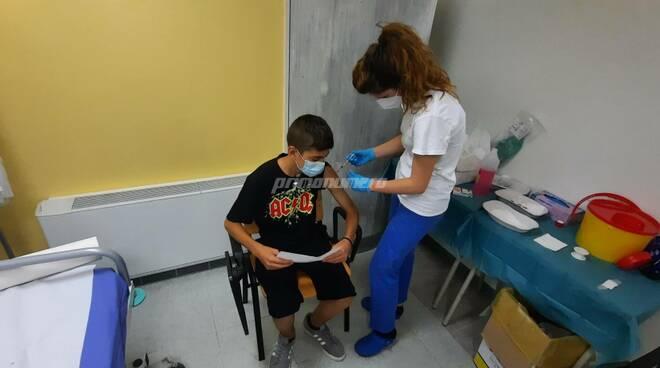 Vaccini 12 15 anni adolescenti ragazzi bambini cb