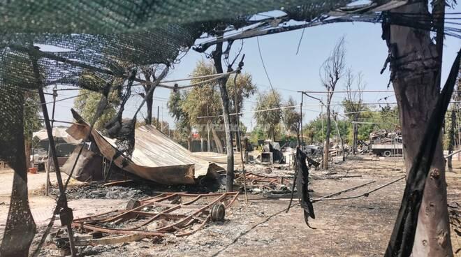 Camping marinelle danni incendio devastazione Campomarino fuoco