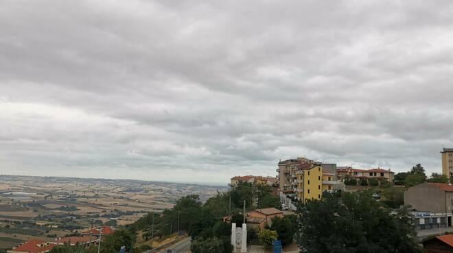 Cielo nuvoloso nuvole Guglionesi case