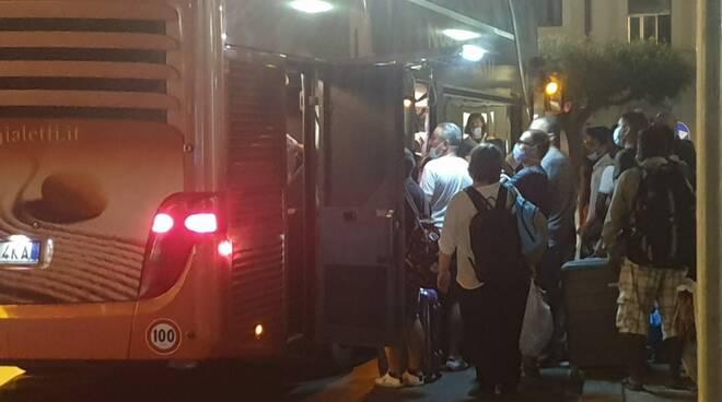viaggiatori bloccati sul treno dopo incendio campomarino