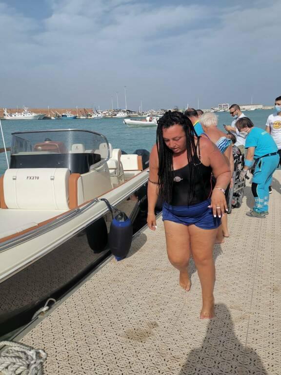 Bagnanti salvati in mare dopo incendio Campomarino