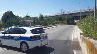 calcinacci ponte via sangro strada chiusa transenne polizia locale
