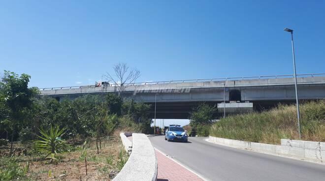 calcinacci ponte via sangro strada chiusa polizia